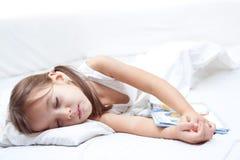 El dormir cansado de la niña de la belleza Fotos de archivo libres de regalías