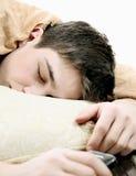 El dormir cansado del adolescente Imagen de archivo