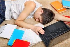 El dormir cansado del estudiante Fotos de archivo libres de regalías