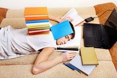 El dormir cansado del estudiante Imágenes de archivo libres de regalías