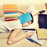 El dormir cansado del estudiante Fotografía de archivo libre de regalías