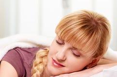 El dormir de la mujer Fotografía de archivo libre de regalías