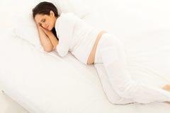El dormir de la mujer embarazada Fotografía de archivo libre de regalías