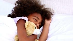 El dormir de la niña almacen de metraje de vídeo
