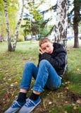 El dormir del adolescente al aire libre Fotografía de archivo