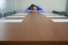 El dormir del hombre de negocios fotografía de archivo libre de regalías