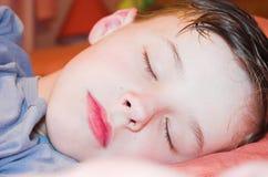 El dormir del muchacho Imagen de archivo libre de regalías