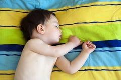 El dormir del niño Foto de archivo