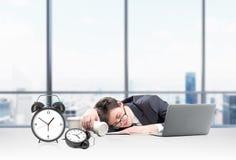 El dormir en el lugar de trabajo imágenes de archivo libres de regalías