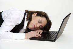 El dormir en una computadora portátil Fotos de archivo libres de regalías