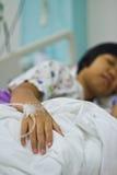 El dormir enfermo de la muchacha Foto de archivo libre de regalías
