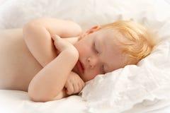 El dormir hermoso del bebé Fotos de archivo libres de regalías