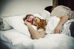 El dormir hermoso joven de la mujer Foto de archivo