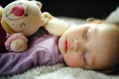 El dormir lindo de la niña Foto de archivo