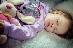 El dormir lindo de la niña Imagen de archivo libre de regalías