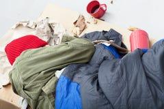 El dormir masculino pobre en una calle Foto de archivo libre de regalías