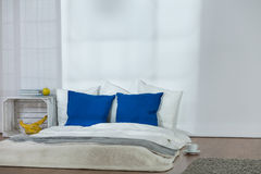 El dormir puede ser simple y elegante Imágenes de archivo libres de regalías