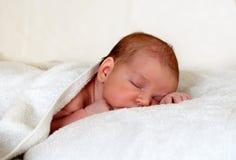 El dormir recién nacido Fotografía de archivo