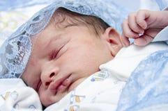 El dormir recién nacido del bebé Fotografía de archivo