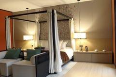 El dormitorio de los mashup retros y modernos Fotos de archivo