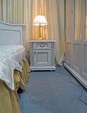 el dormitorio retro, iluminación de la lámpara, se relaja, Imágenes de archivo libres de regalías