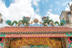 El dragón de oro de China, templo chino en Tailandia Imágenes de archivo libres de regalías