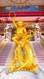El dragón del montar a caballo de la escultura de dios Fotografía de archivo