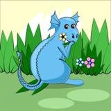 El dragón lindo que se sienta en un prado verde con las flores y come la hierba ilustración del vector