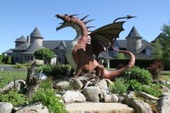 El dragón y el castillo fotos de archivo libres de regalías