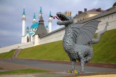 El dragón Zilant - un símbolo oficial de Kazán, cerca del Kazán imagenes de archivo