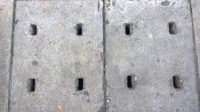 El dren sanitario de la alcantarilla en la calle Foto de archivo