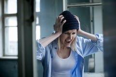 El druggie femenino joven deprimido está expresando Fotografía de archivo libre de regalías