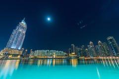 El Dubai - 10 de enero de 2015: el hotel de la dirección encendido Imagen de archivo libre de regalías