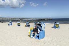 El dueño de la silla de playa se abre Fotografía de archivo