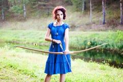 El duende joven y hermoso camina el color creativo, tono de moda imágenes de archivo libres de regalías