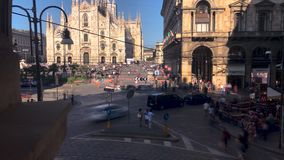 El Duomo, Milán Timelapse de Piazza Duomo en Milán 4K metrajes
