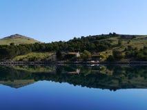 El duplicar en el agua de una isla croata Imagenes de archivo