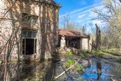 El edificio abandonado arruinado viejo Foto de archivo