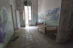 El edificio abandonado del hospital llamó Mombello Imagen de archivo