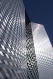 El edificio alto moderno Imagenes de archivo