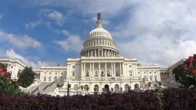 El edificio capital de Estados Unidos, congreso enfoca adentro - Washington DC granangular metrajes