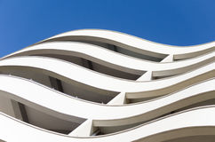 El edificio con las líneas curvadas fotografía de archivo libre de regalías