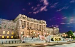 El edificio de Biblioteca del Congreso en Washington DC en la noche Foto de archivo libre de regalías
