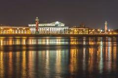 El edificio de la bolsa de acción de St Petersburg Fotos de archivo libres de regalías
