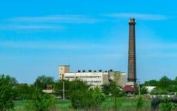 El edificio de la caldera-casa de la calefacción centralizada de la ciudad Fotografía de archivo