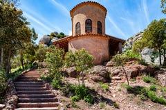 El edificio de la pequeña iglesia abandonada en Montserrat oscila Fotografía de archivo libre de regalías