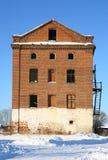El edificio de ladrillo lanzado viejo. Fotografía de archivo libre de regalías