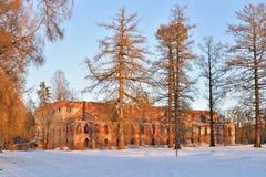 El edificio de ladrillo rojo viejo al lado del canal de Obvodny en el Alex Imagen de archivo libre de regalías