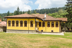 El edificio de una escuela primaria en Koprivshtitsa, Bulgaria Imágenes de archivo libres de regalías