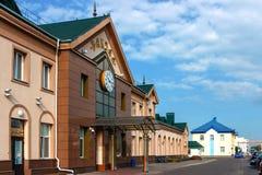 El edificio del ferrocarril en Lida › del  Ð de КÐ-Ð del  de Ð'Ð - FERROCARRIL, МЕКТ-clínica del  de ПУРde Д Fotos de archivo